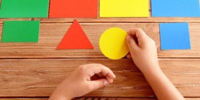 Учить ребенка различать цвета