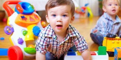Чем занять ребенка в 1-2 года: игры для дома и улицы
