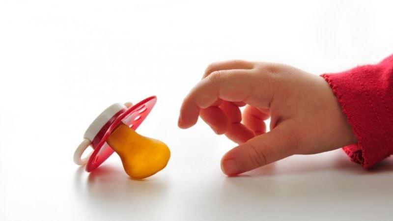 Когда пора отучать ребенка от пустышки