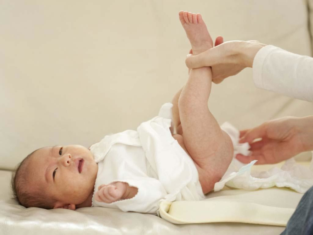 Стул младенца в первые дни жизни