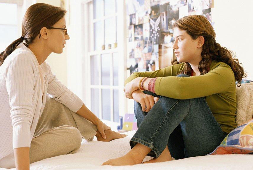 Первые месячные у девочек: факторы, длительность, советы психолога, видео