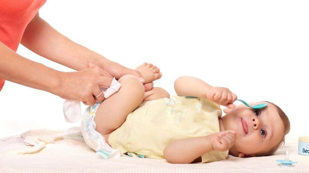 Как правильно одевать подгузник новорожденному