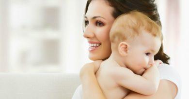 Как отучить ребенка от рук: причины привычки и способы ее преодоления