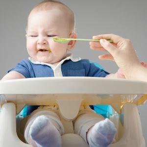 Почему ребёнок плохо ест прикорм