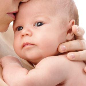 Почему развивается косоглазие у младенцев