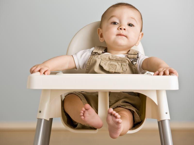 Правила приучения ребёнка к кормильному стульчику