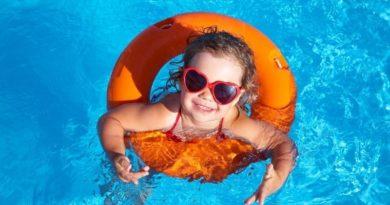 5 роковых ошибок, которые делают родители при купании с детьми в открытых водоемах