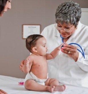 Ребенок на осмотре у доктора