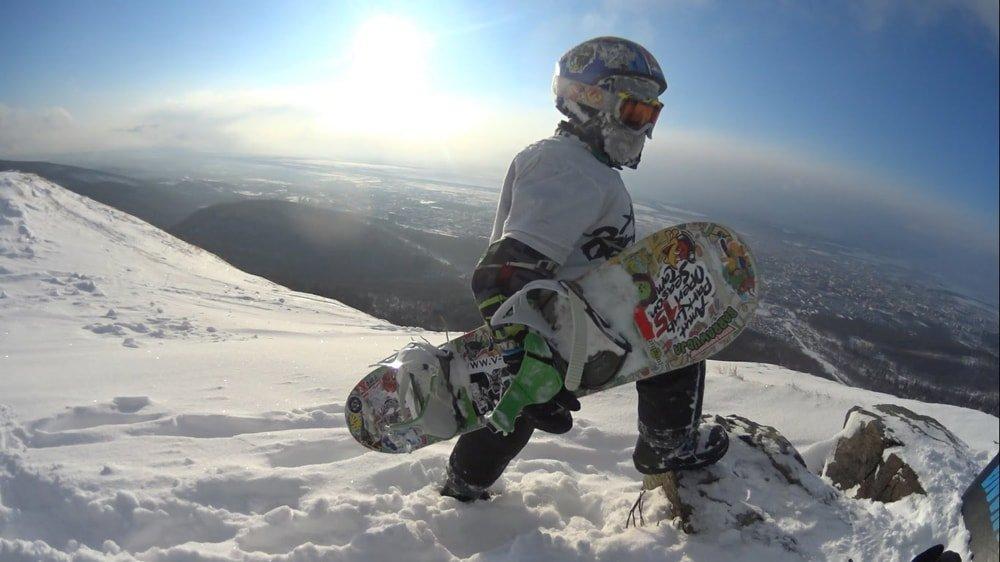 мальчик на сноуборде
