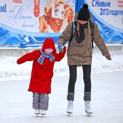 ребенок на коньках