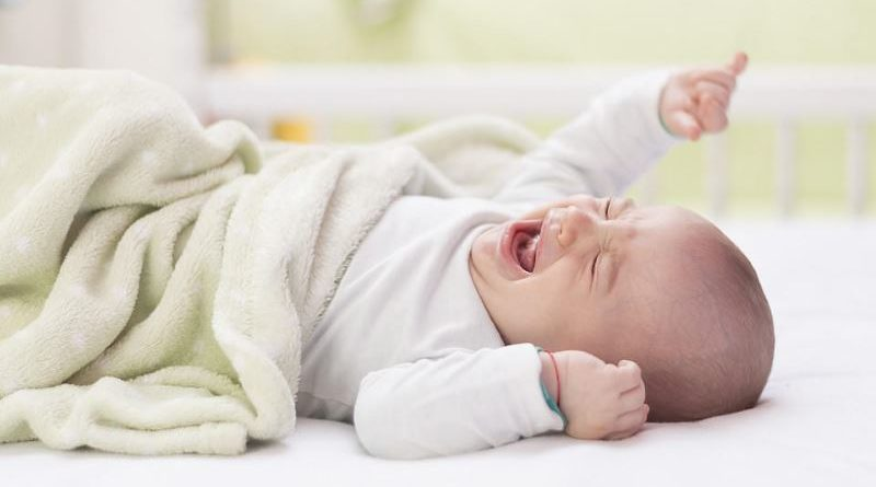 Как успокоить новорождённого и ребёнка постарше