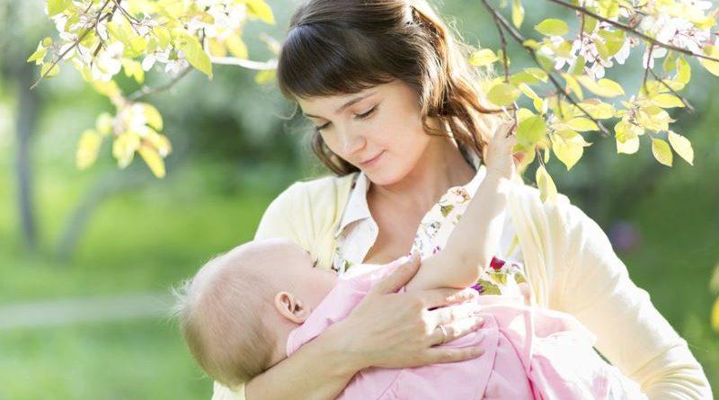 как правильно держать новорожденного