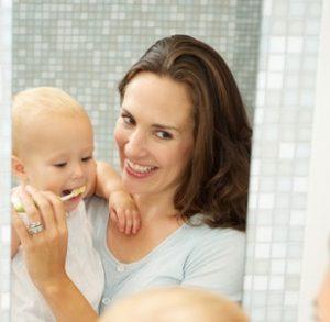 Когда начинать чистить зубы ребенку отбеливающей зубной пастой
