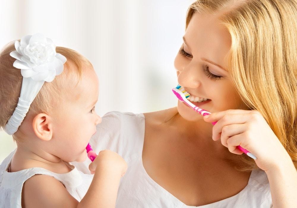 С какого возраста ребенку надо чистить зубы