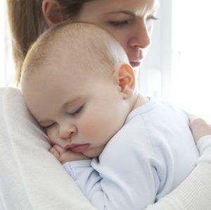 Почему ребенок спит на руках