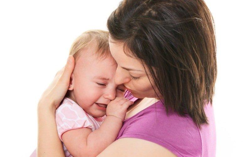 От чего плачет ребенок в 2 месяца