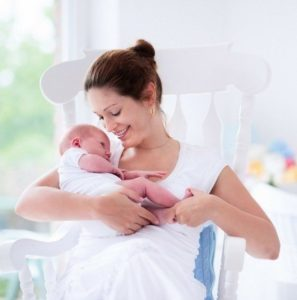 Нужно ли успокаивать ребёнка с помощью укачивания