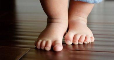 Как научить ребенка ходить
