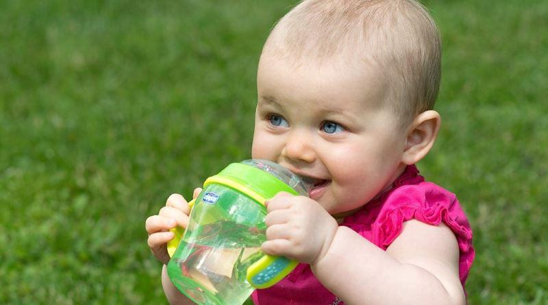 Когда и как отучить ребенка от бутылочки
