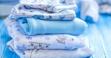 Чем стирать одежду для новорожденных