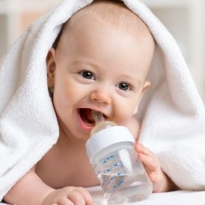 Почему не рекомендуется вода для новорожденных