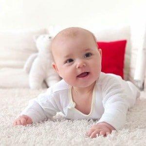 Как помочь малышу, если у него газы