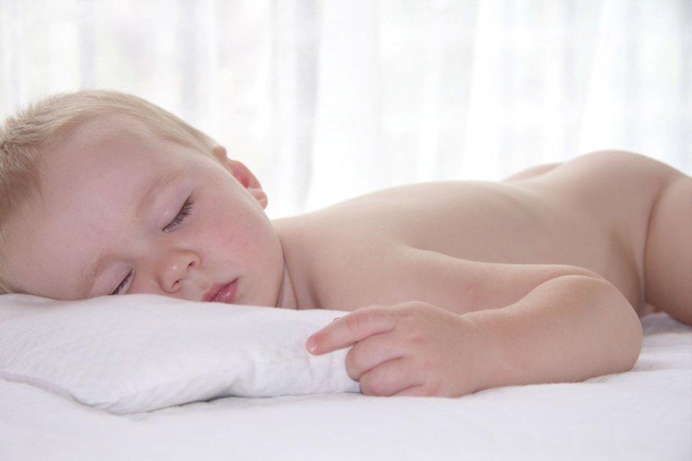 Ортопедическая подушка для новорожденного: нужна ли