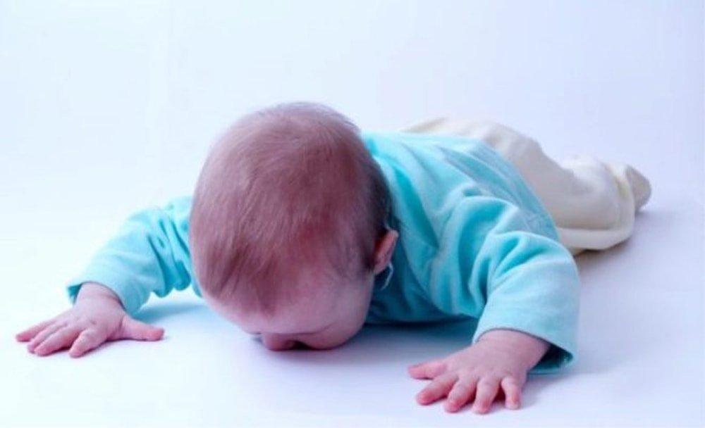 Грудной ребенок упал с кровати и ударился головой что делать последствия