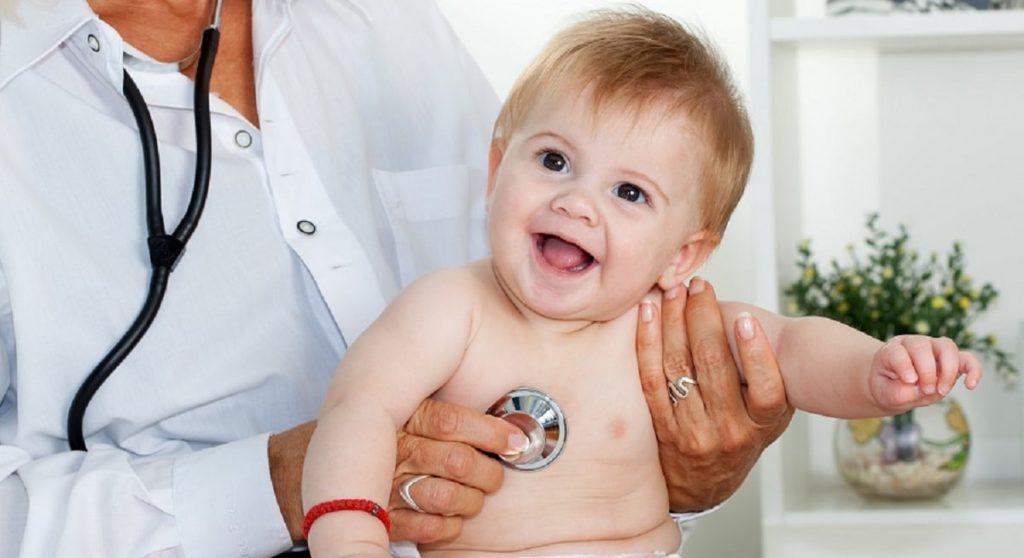 Осмотр ребёнка у врачей
